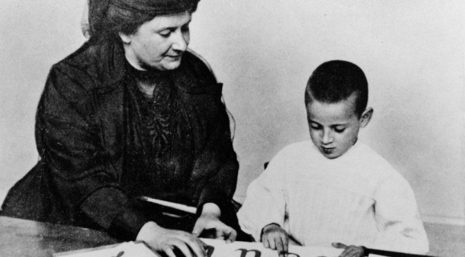 «Дети учатся тому, что их окружает.» — 19 заповедей о воспитании детей от великого педагога Марии Монтессори
