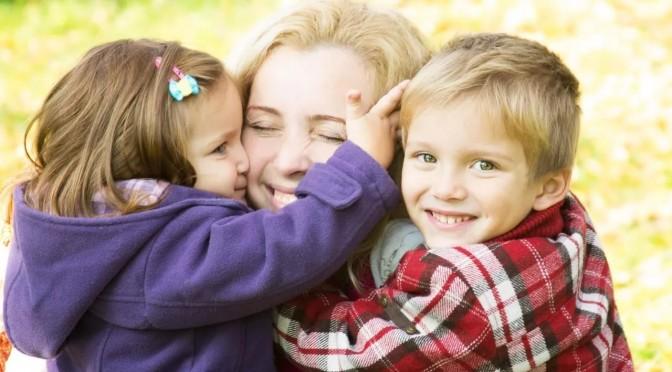 Чем чаще вы обнимаете детей, тем умнее они становятся